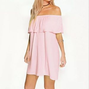 BRAND NEW OFF THE SHOULDER RUFFLE DRESS 👗
